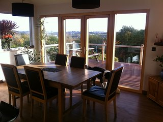 Modern, light-filled, family home on a quiet road with a glorious view!, Penryn