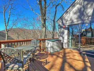 Ski-in/Ski-out Wintergreen House w/ Hot Tub!