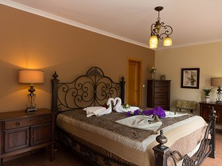 Enjoy your holiday on luxury home for less than 20€ per day for each person, Amoreira
