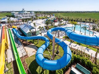 LUXURIOUS HOUSE NEAR DISNEY WITH WATERPARK, Kissimmee