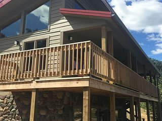 Cozy 6 Person Cabin w/ Large Screened in Porch Overlooking a Lake, Logan