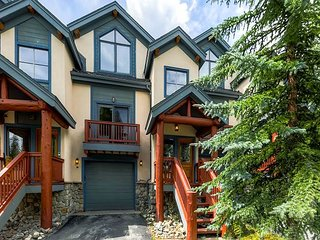 Ski in Ski Out Four Bedroom Townhome located on the 4 O'clock Ski Run!