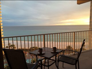 Unit 814: Luxury Beachfront Condo W/Parking & Wifi