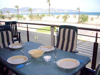 Apart-rent (0082) Apartamento con vista al mar & piscina Empuriabrava
