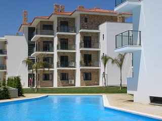 JC AG -São Martinho do Porto - Outstanding 2 bedroom apartment with shared pool.
