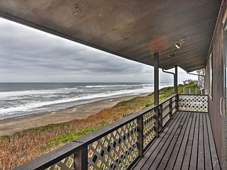Depoe Bay House w/ Ocean Views - Walk to Beach!