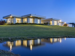 HILLTOP LUXURY - Inverloch, VIC