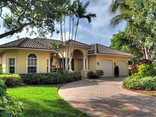 LUXURIOUS NEWER VILLA- 2 BLOCKS AWAY FROM PRIVATE BEACH ACCESS! SALT WATER POOL., Pompano Beach