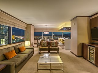 Biggest Penthouse at Vdara! 2+BR/ Stunning 270° Strip Views! Sleeps 7 42nd Floor