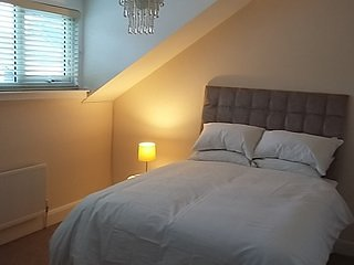 Cosy town house in the centre of Derry City 5 mins walk to shops/bars/resturants