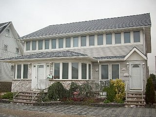 Ocean Block, Centrally Located, Beach Access, Center of Town (2nd Floor), Lavallette