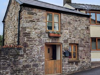 THE OLD STABLE, cosy cottage, open plan living area, roadside parking, in