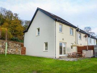 12 DENE'S YARD, end-terrace cottage, en-suite, open fire, in Cappoquin, Ref 9395