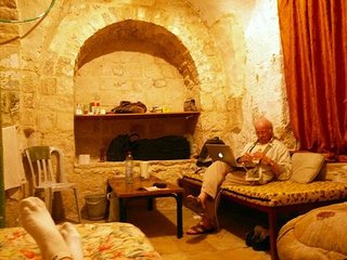 the holy land hostel is located in the heart of old city .jrusalem., Jerusalén