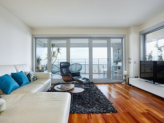 Luxury Penthouse Beach View (2BR), Barcelona