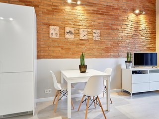 Marina Vintage Apartment with balcony (3BR) - 15% DISCOUNTED PRICE: WINTER STAY, Barcelona