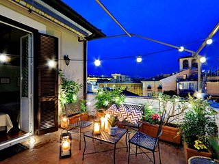 Two private terraces above the Spanish steps. Up to 9 people