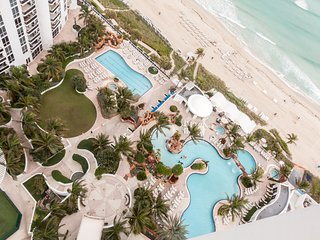 Private Bay View Trump Deluxe Studio with 2 Queen Beds, has promo rates!, Sunny Isles Beach