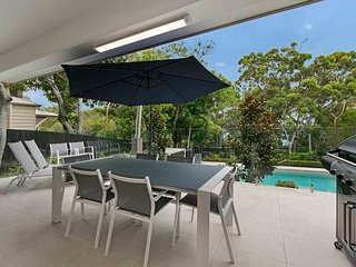 Little Cove Beach Apartment | HEADLAND LOCATION | FOREST SETTING | by Getastay, Noosa