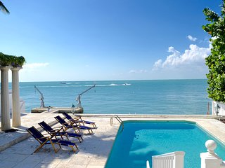 Affordable luxury villa Otro Mundo in Key Biscayne, Cayo Vizcaíno