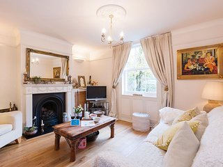 Archbishop´s Place Cottage apartment in Lambeth with WiFi & private terrace.