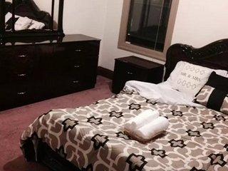 REMARKABLE 2 BEDROOM SINGLE HOUSE, Oakland