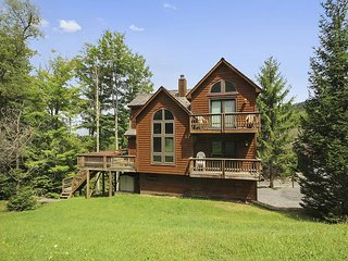 Mountain Near House Ski,hike,& bike out of this wonderful slopeside property