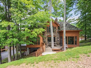 Robyn's Nest is a beautiful home situated slopeside to Salamander Ski Trail