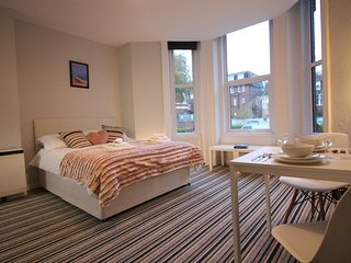 Diamond - West Cliff Studio Apartment 25, Bournemouth