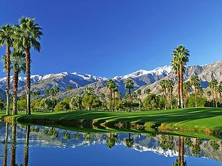 2BR, 2BA Stylish Palm Springs Condo with Mountain Views, Near Downtown