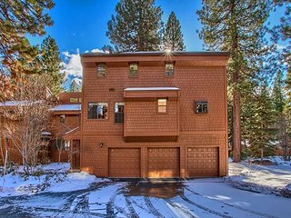Remodeled Designer Mountain Zen Condo in L'Ermitage Complex, Incline Village