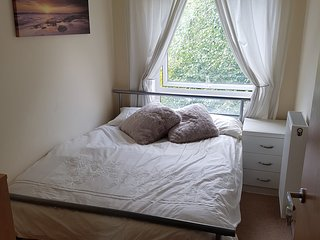 Small double room in Bristol apartment