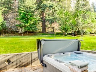 Country home near Mt. Hood w/ hot tub, deck, gas grill & outdoor firepit!