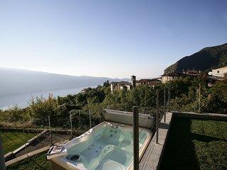 Park Residence la Villa-Suite con idromassaggio e giardino, Tignale
