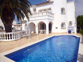 Apart-rent (0037) Villa al canal con piscina privada & amarre Empuriabrava
