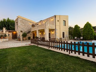Villa Satra - Traditional Villa with Large Pool, Rethymnon