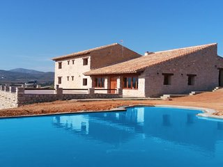 Villa - 18 km from the beach, Tírig