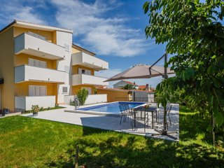 6BR Apartments with Pool for 12pax in Kastela near Split
