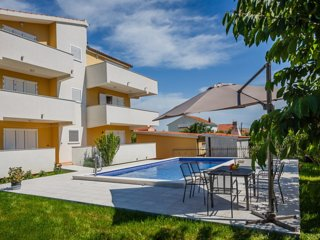 3BR Apt with Pool and 3 terraces in Kastela - I