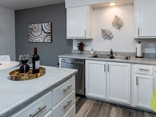 Newly remodeled and decorated East side apartment, Bend
