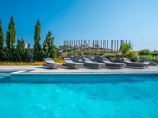 Aelia De Luxe Villa with Sea View and Swimming Pool
