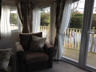 2 Bedroom Lakeside Holiday Home. Ideal for Couples, Ludchurch