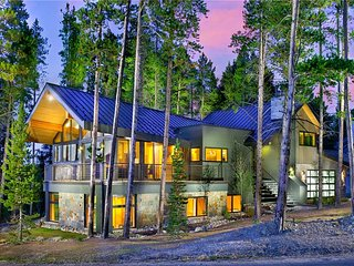 Mountain Modern Home-Magnificent Views–Free Neighborhood Seasonal Shuttle