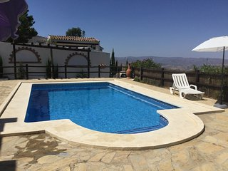 Beautiful Country Villa with Private Pool & Stunning Views, Canillas de Aceituno