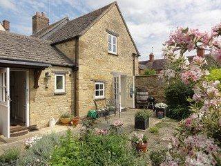 Tucked away in the heart of Chipping Campden. Enclosed gardens