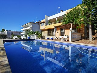 Bright and large Villa Dragos with private pool and parking., Santa Ponsa