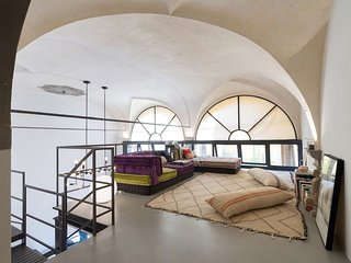 Unique 2 bedroom loft Florence centre open plan with private courtyard & parking, Florencia