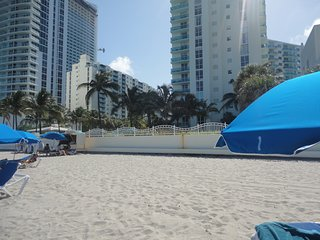 Beautiful Apartament in condo on the beach 5 Stars, Hollywood
