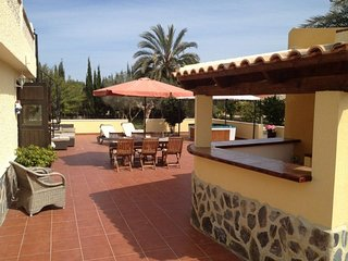 Charming villa with jacuzzi and private pool, private plot of 2000M2