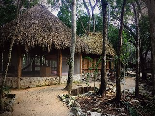 MELI-MELO P&B, ECO-FRIENDLY JUNGLE HOUSE MINUTES FROM TULUM BEACH, Tulum